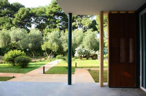 villa . colonna acciaio - persiana - carabottino