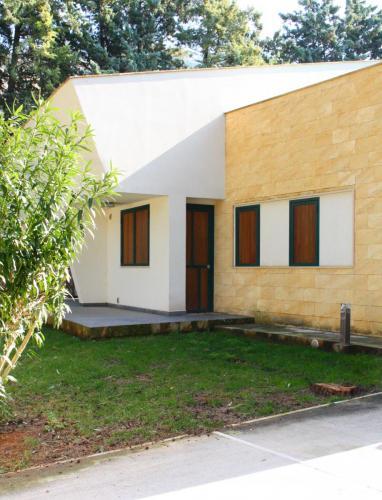 villa - rivestimento pietra gialla